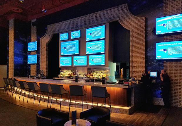 Harrah's Block Bar